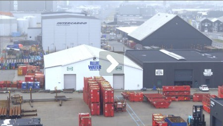 Video med Blue Water Shipping vises